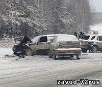 В Заводоуковске из-за пьяного водителя столкнулись три автомобиля, есть пострадавшие.